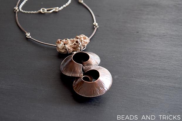 Girocollo in rame e argento con conchiglie e foldforming