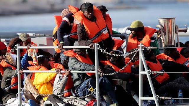 57 μετανάστες διασώθηκαν από δεξαμενόπλοιο ανοιχτά της Πύλου