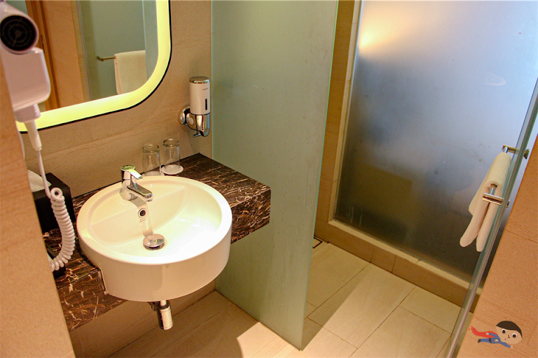 Bathroom of Holiday Inn Express Superior Room