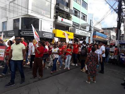 Manifestantes protestam contra reforma da Previdência e cortes na educação em SAJ