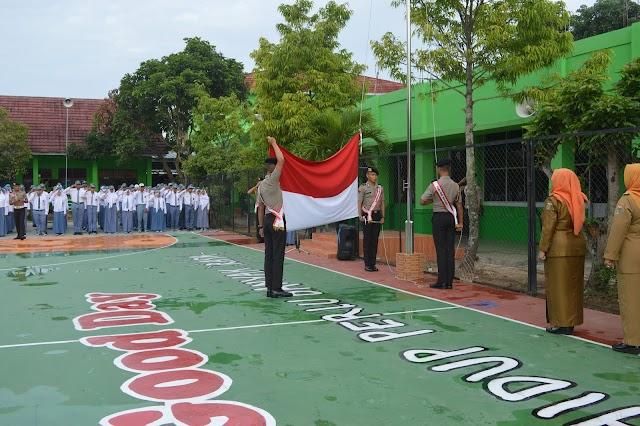 Upacara Bendera Bareng Anggota Kepolisian yang sedang pendidikan di SPN Kemiling
