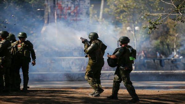 Denuncian uso de químicos durante represión de Carabineros a protestas en Chile