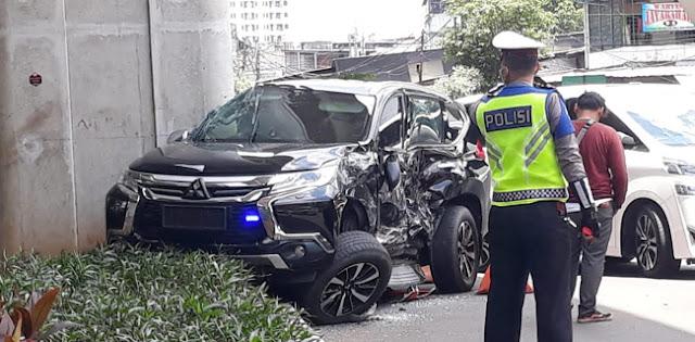 Mobil Yang Ditumpangi Istri Irjen Boy Rafli Amar Ditabrak Transjakarta