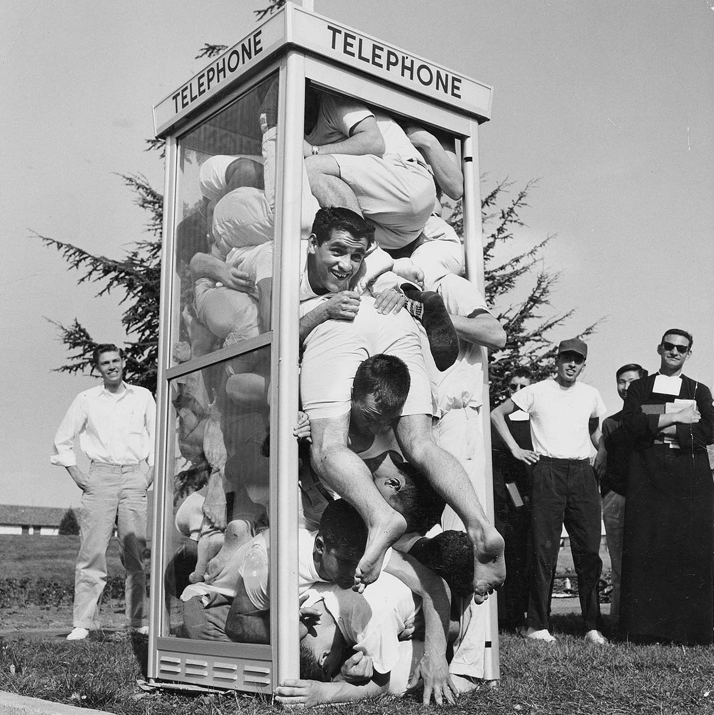 One of the Wild Fads of the 1950s Was Telephone Booth Stuffing