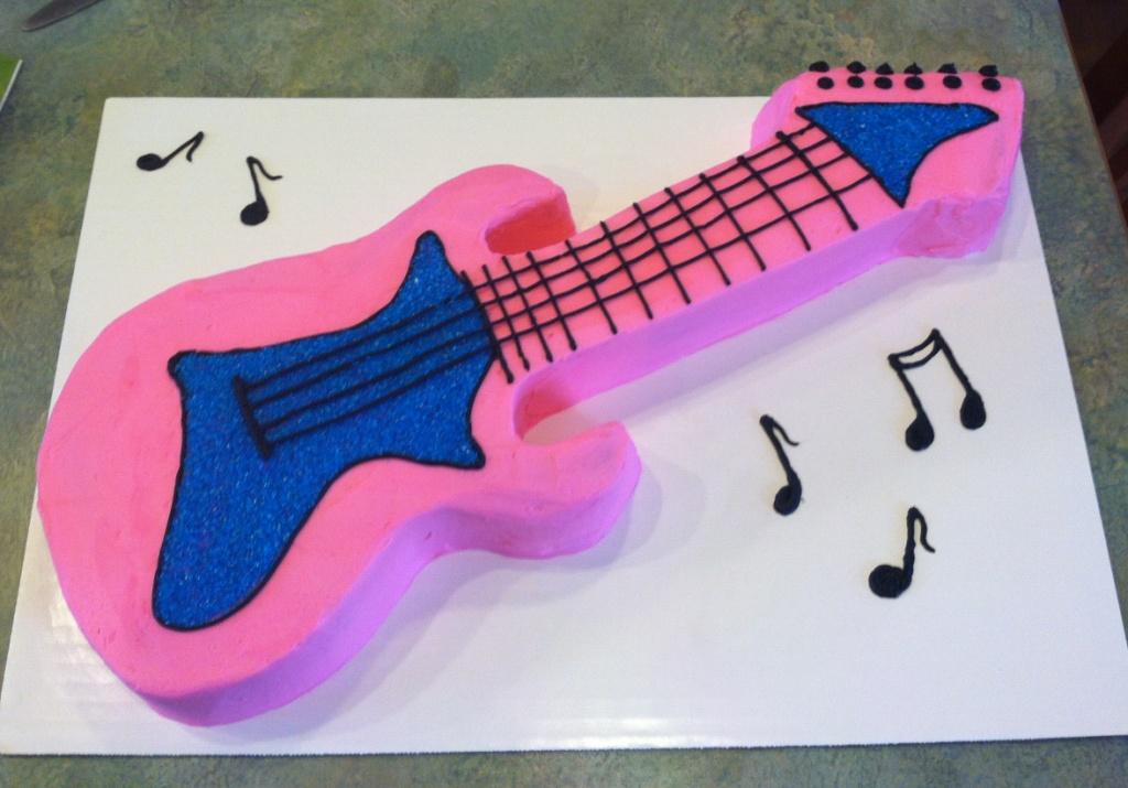 party cakes pink guitar cake. Black Bedroom Furniture Sets. Home Design Ideas