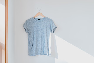 Bisnis online baju saat ini banyak diminati masyarakat. Sumber: unsplash.com/cristhophermax