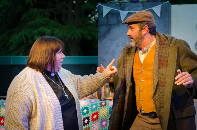 Vicar-of-Dibley-Cardiff-open-air-theatre-2017-Geraldine-and-Owen-Newitt-Fiona-Porter-Smith-and-Stephen-Lurvey