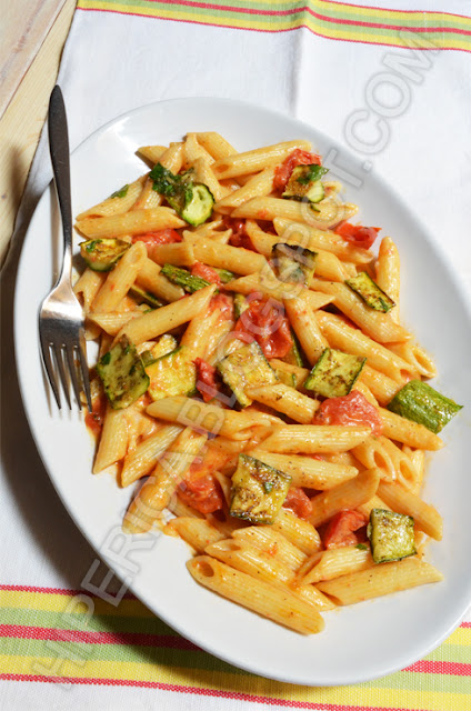 hiperica di lady boheme blog di cucina, ricette gustose, facili e veloci. Ricetta pasta con zucchine e pomodorini