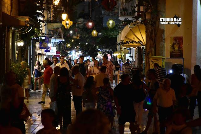 """Η """"Λευκή Νύχτα"""" μετατράπηκε στην πόλη του Ναυπλίου σε μια μεγάλη γιορτή"""