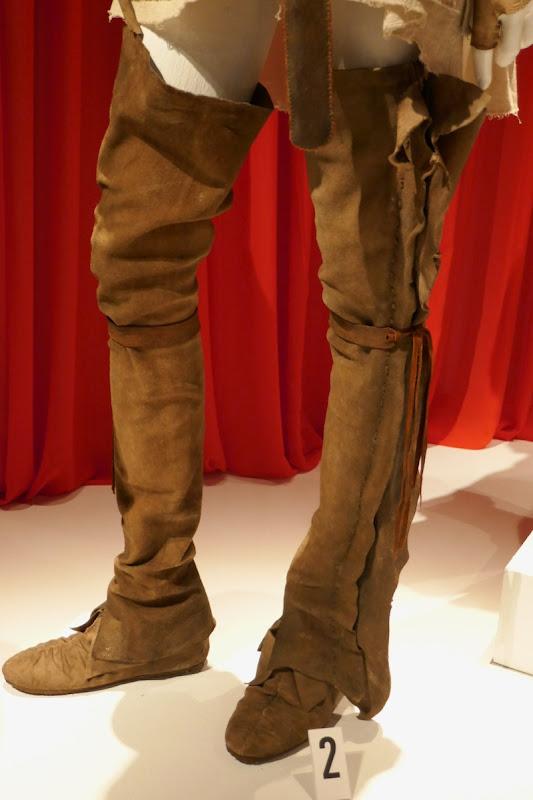 Brianna Randall Outlander season 4 costume legs