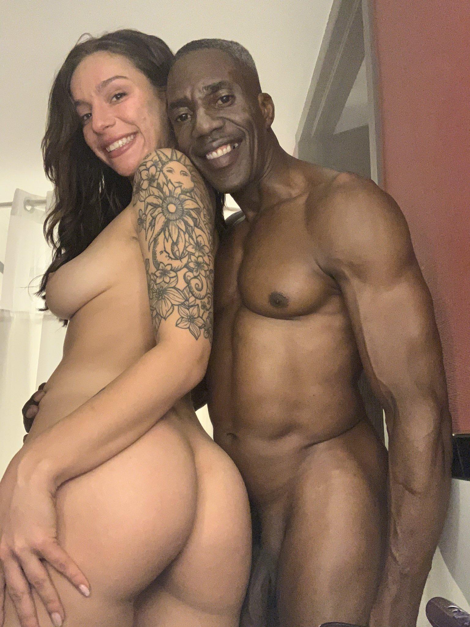 hombe negro desnudo