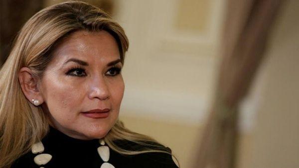 Jeanine Áñez es abucheada por la población de Oruro en Bolivia