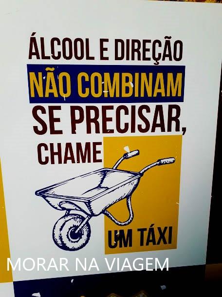 Em Morro de São Paulo não tem táxi, usa-se carrinhos de mão para transportar pessoas e bagagens.