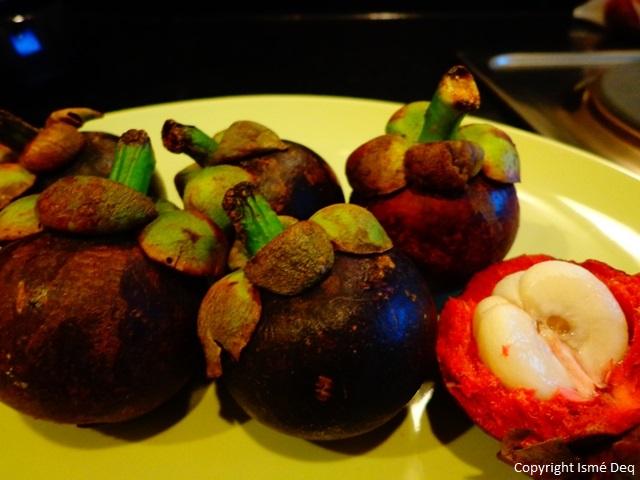 manger des fruits en thailande