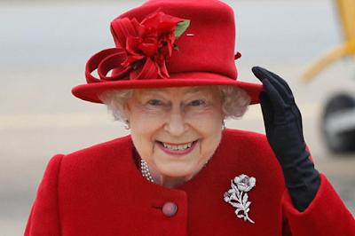 ملكة بريطانيا تعرض هدايا فخمة إحداها من أمير سعودي!!!