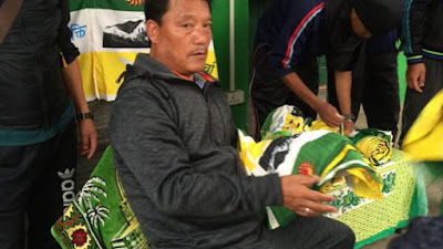 Bimal Gurung distributing GJM Flag