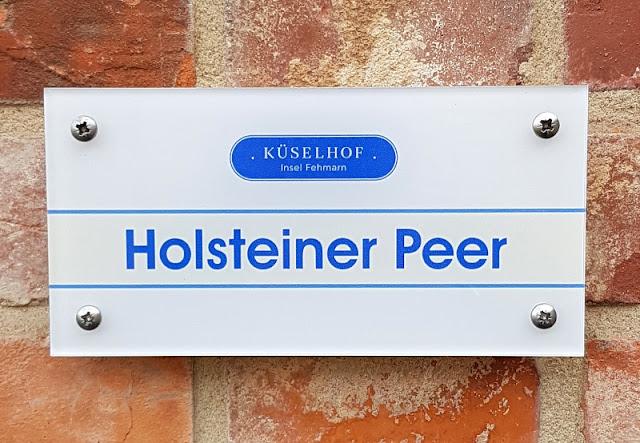 """Vom Glück dieser Erde: Urlaub auf dem Küselhof und Reiterhof Witt auf Fehmarn. Unser Ferienhaus """"Holsteiner Peer"""" ist etwas für Pferdefreunde."""
