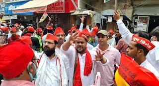 विशाल जुलूस निकालकर सपा पदाधिकारियों ने किया धरना प्रदर्शन   #NayaSaberaNetwork