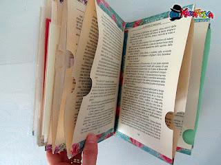tasche per archiviare con un libro