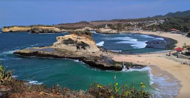 Review Pantai Klayar : Lokasi Harga tiket masuk Fasilitas dan Penginapan