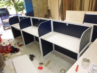 Cubicle Workstation Untuk 3 Orang + Furniture Semarang