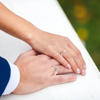 Nhẫn cặp nên đeo ngón nào là đúng