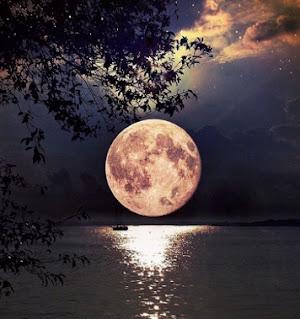 قمر ومياة من اجمل الصور