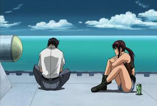 Rokurou z Revy na pokładzie statku. Obok Revy leży puszka piwa.