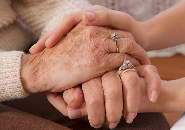 Ζητείται Ελληνίδα για φύλαξη-παρέα σε ηλικιωμένη