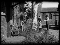 """Кадр из к/ф Чарли Чаплина """"Солнечная сторона"""" / Sunnyside (1919) - 34"""