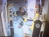 Aktivitas Paranormal Terekam CCTV Di Tempat Pelelangan