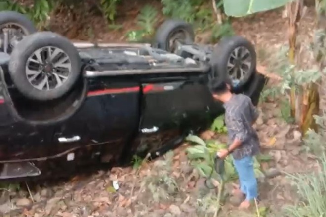 Lakalantas, Sebuah Mobil Terjun di Poros Bone-Makassar