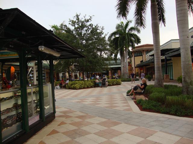 Saiba tudo sobre o Outlet Sawgrass Mills em Miami. Vamos dar dicas de compras, falar das lojas e dos cupons de descontos, e tudo mais para você aproveitar ao máximo sua ida ao outlet.