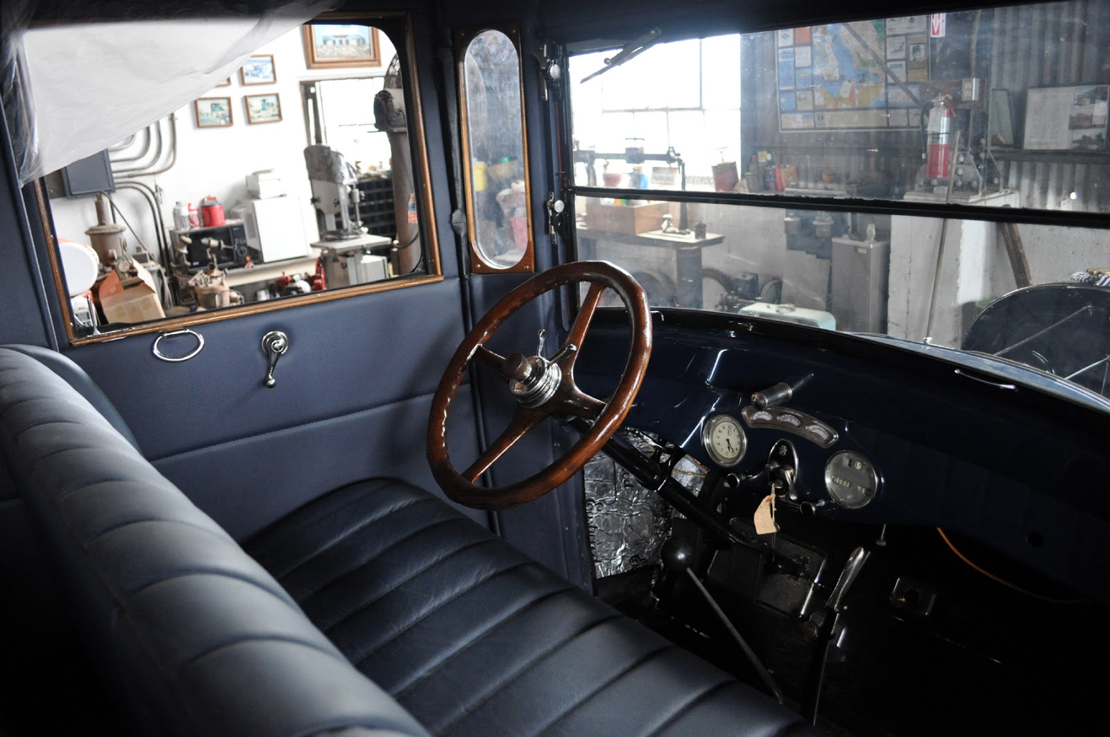 Just A Car Guy 1924 Cadillac 20 Passenger Bus From Barely Ignition Circuit Diagram For The 1946 47 Nash Ambassador This Is Largest Add On Trunk Ive Come Across