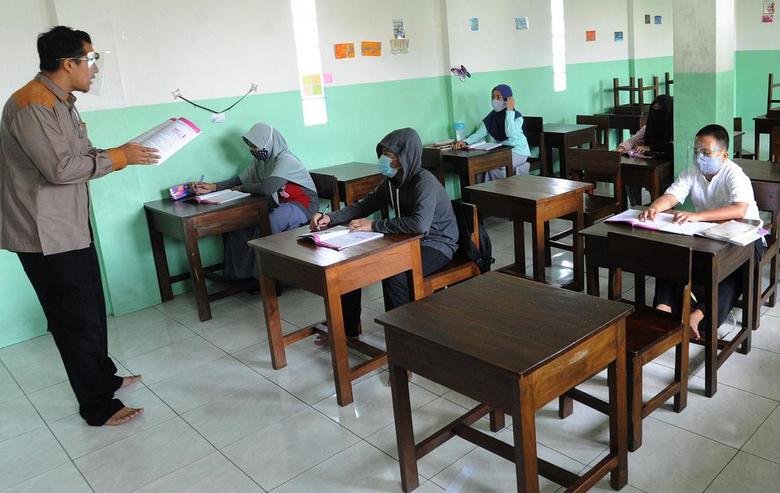 Keputusan Pemerintah Tak Rekrut CPNS Guru di 2021 Lukai Hati Honorer