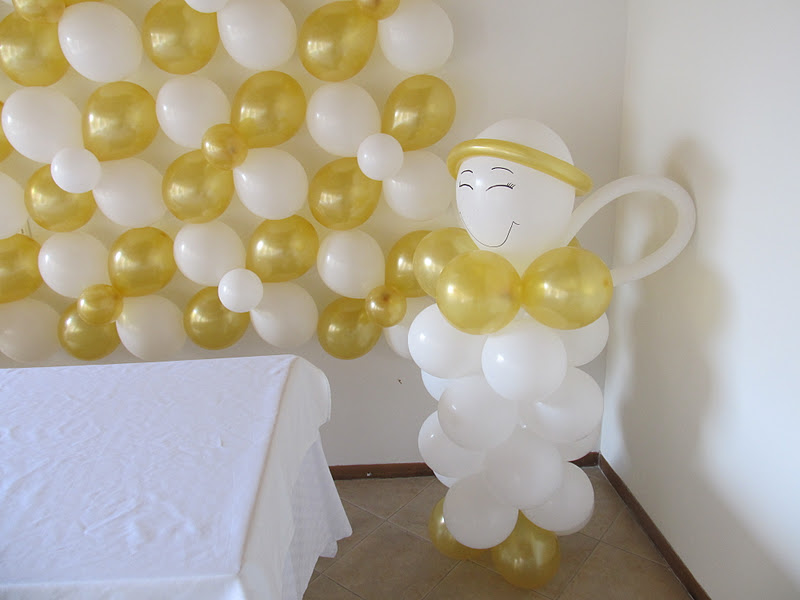 Decoracion primera comunion angeles y arcos con globos - Decoracion comunion original ...