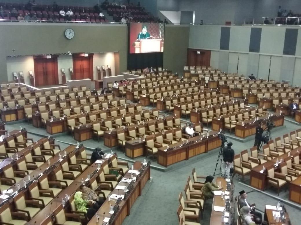 Puluhan Ribu Massa Demo DPR, Penampakkan Peserta Sidang Bikin Rakyat Nyesek