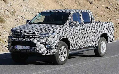 Toyota Hilux 2017spy shot image