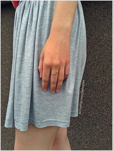 Pierścionek z dwoma sercami, szaro-srebrna spódniczka