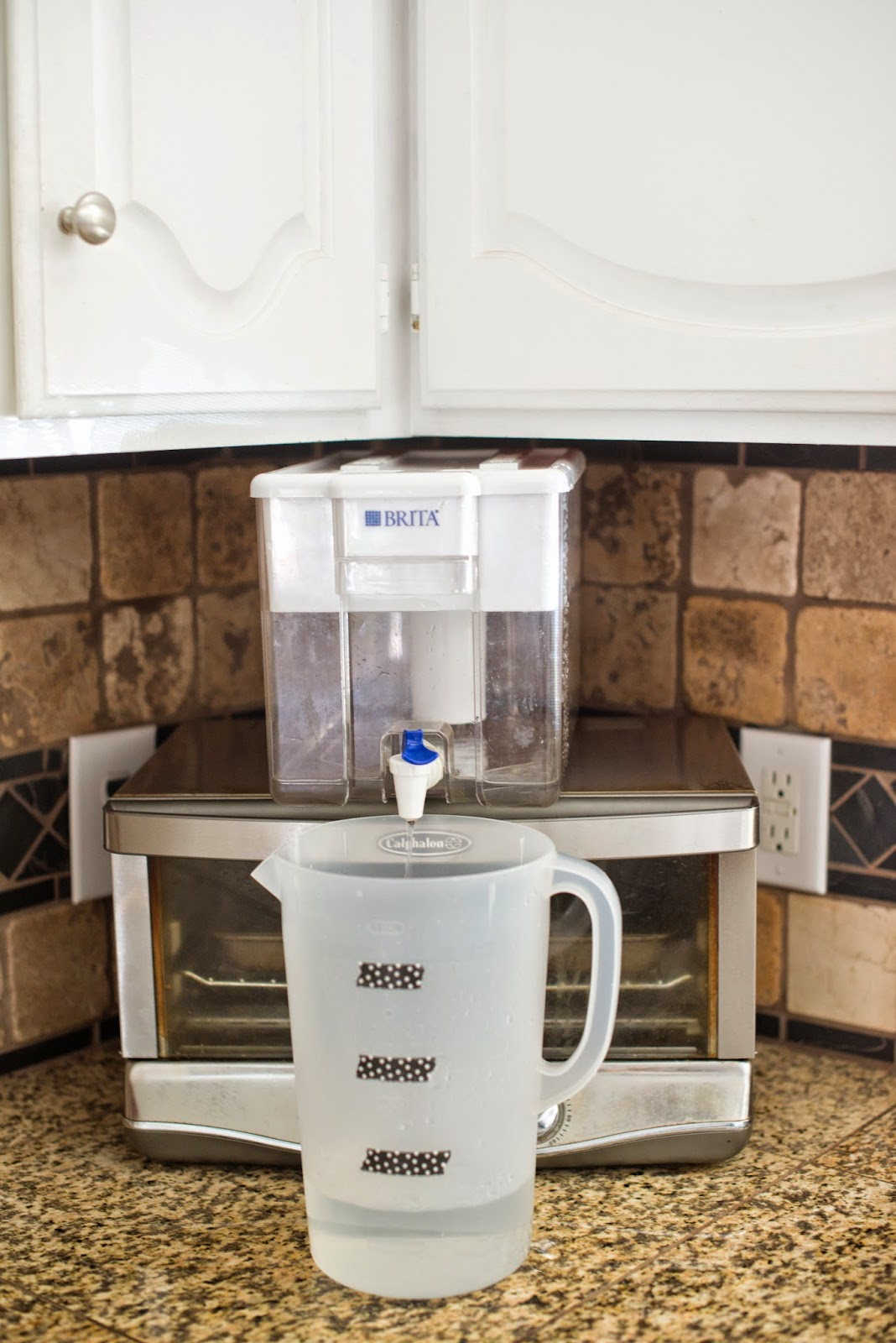 Domestic Fashionista: Kitchen Drinking Water Dispenser Station