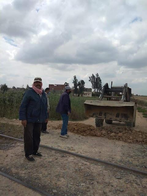 غلق ٨ معابر مخالفة وغير قانونية على السكة الحديد   بأبو المطامير بالبحيرة.