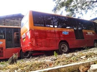 Dua Bus Trans Jakarta di PT Sinde Jaya Mangkrak Tak Diperbaiki, bus way