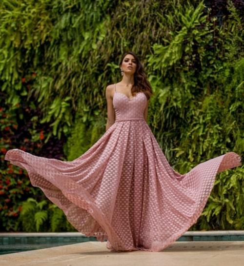 vestido longo rosa de bolinhas