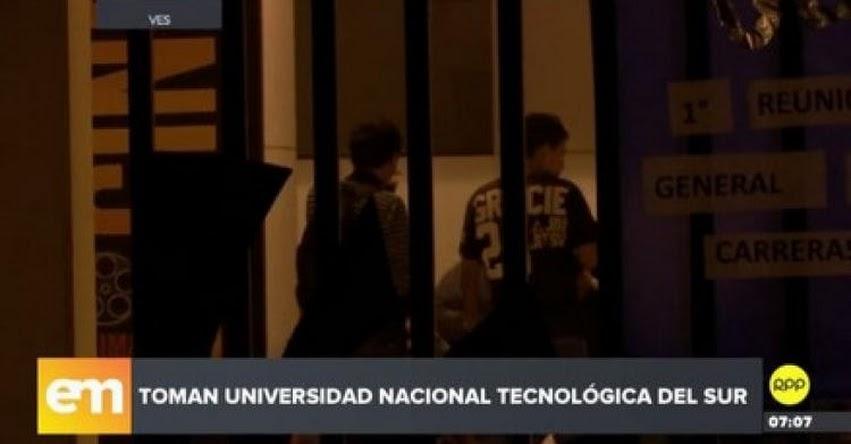 Alumnos de la UNTELS denuncian irregularidades y toman campus en Villa El Salvador