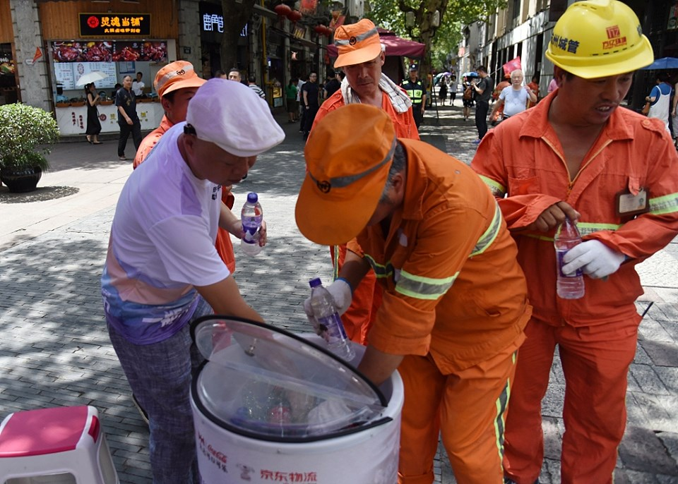 "China Start A Special Public Welfare Activity Called ""One Bottle of Water Relay"""