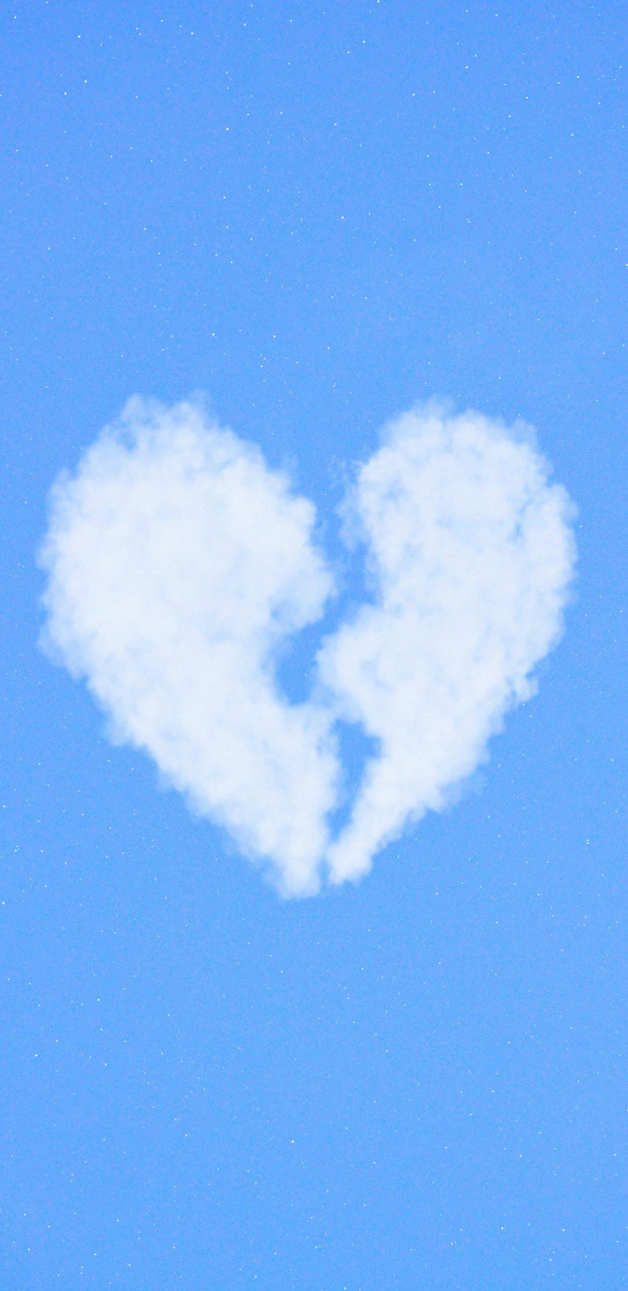 Trái tim tan vỡ trên bầu trời xanh