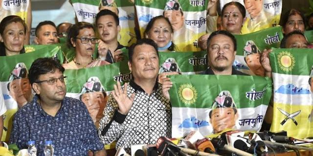 17 BJP councillors of Darjeeling Municipality back to GJM at Bimal Gurung's event