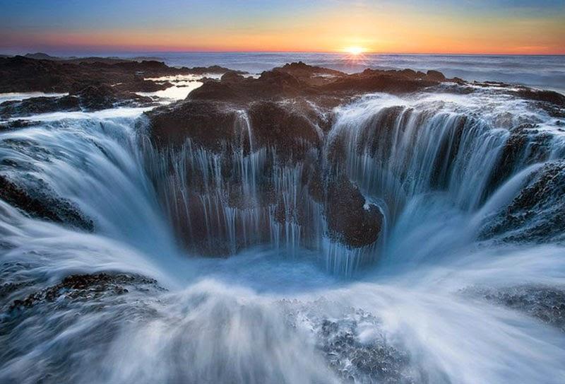 6. Thor's Well, USA - 7 Waterfalls That Will Take Your Breath Away