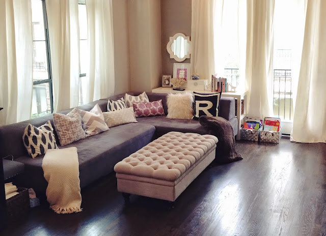 Ruang Keluarga dengan Penataan yang Simpel