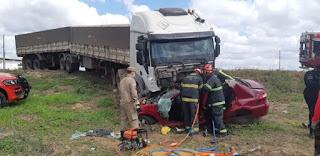 Tragédia: Quatro amigas morrem em grave colisão com carreta na BR-304